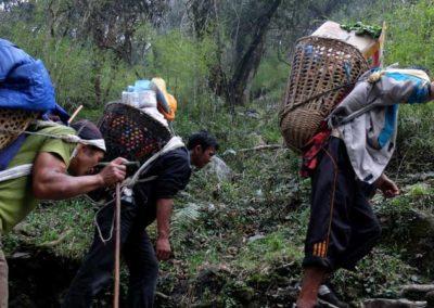 Portatori verso il Santuario dell'Annapurna