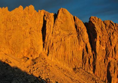 Gran Sasso, la parete est del Corno Piccolo all'alba